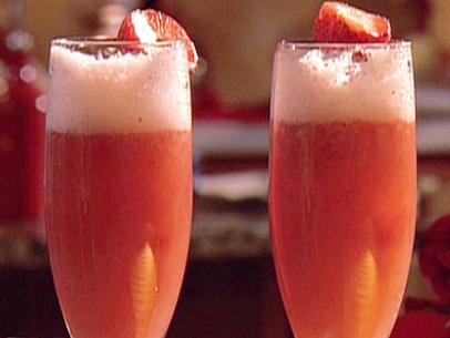 Strawberry Bellini Champagne Cocktail Recipe