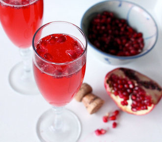 pomegranade champagne cocktail recipe